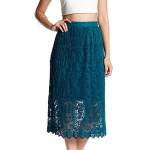 Romeo + Juliet Couture Teal Lace Skirt w/ Slip NWT